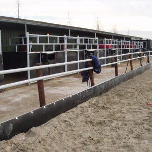 Zandkering gebruikt in rijbak