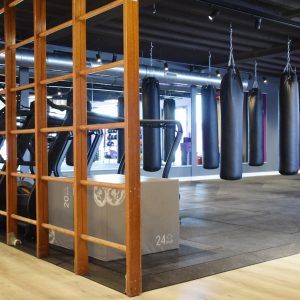 Fitness rubbervloer bokszak training
