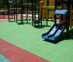Rode en groene speelplaatstegels