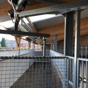 Aanzicht stapmolen rubber paarden