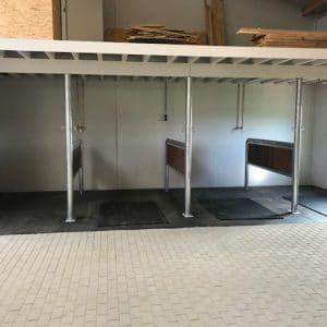 Rubbermat in paarden wasplaats