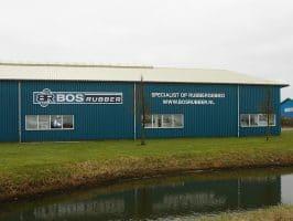Bos Rubber logo op magazijn loods
