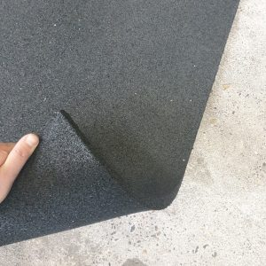Gebogen rubber fitnesstegel